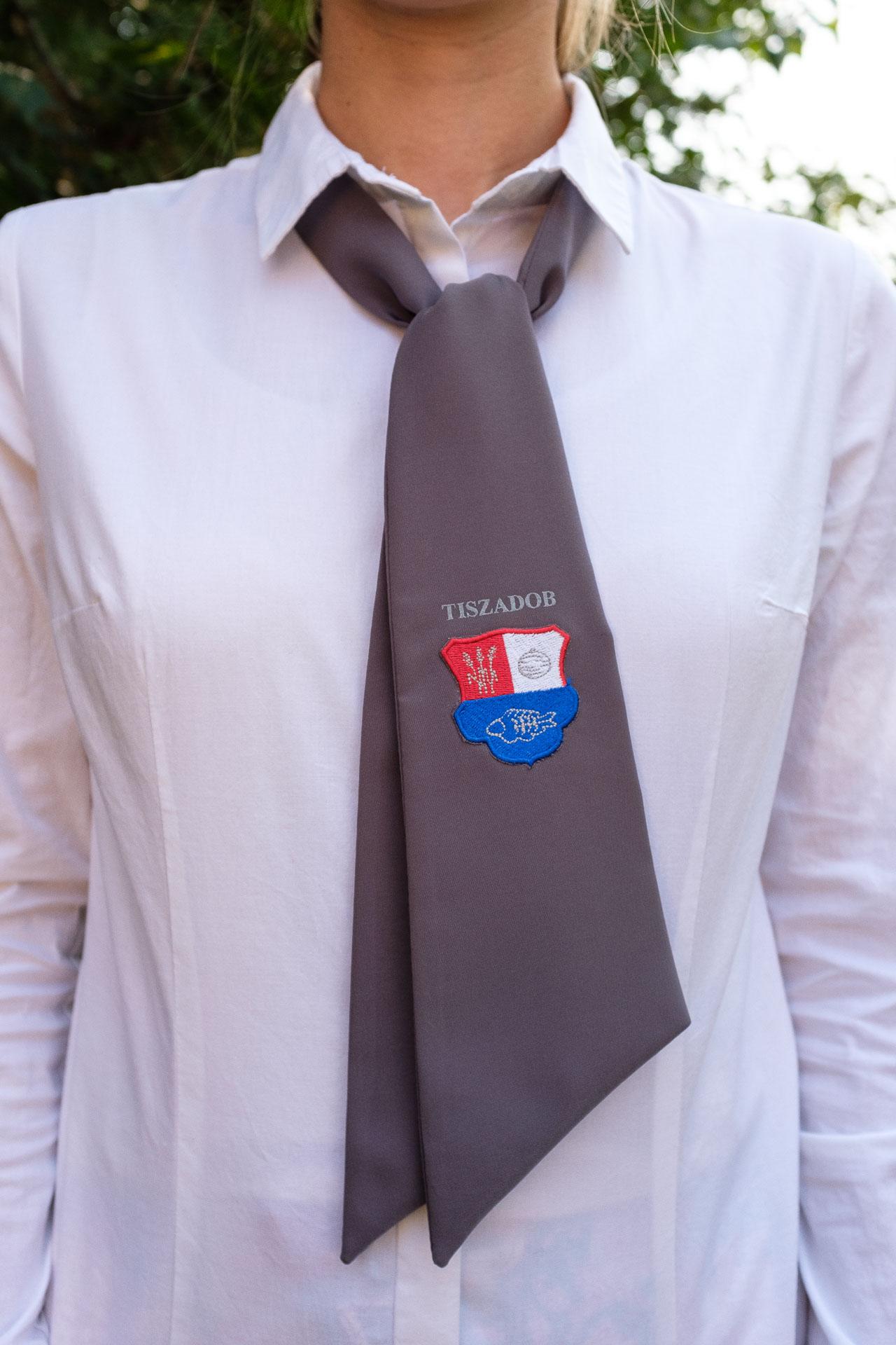 c708617b46 Nyakkendők, sálak – Velour Bt.