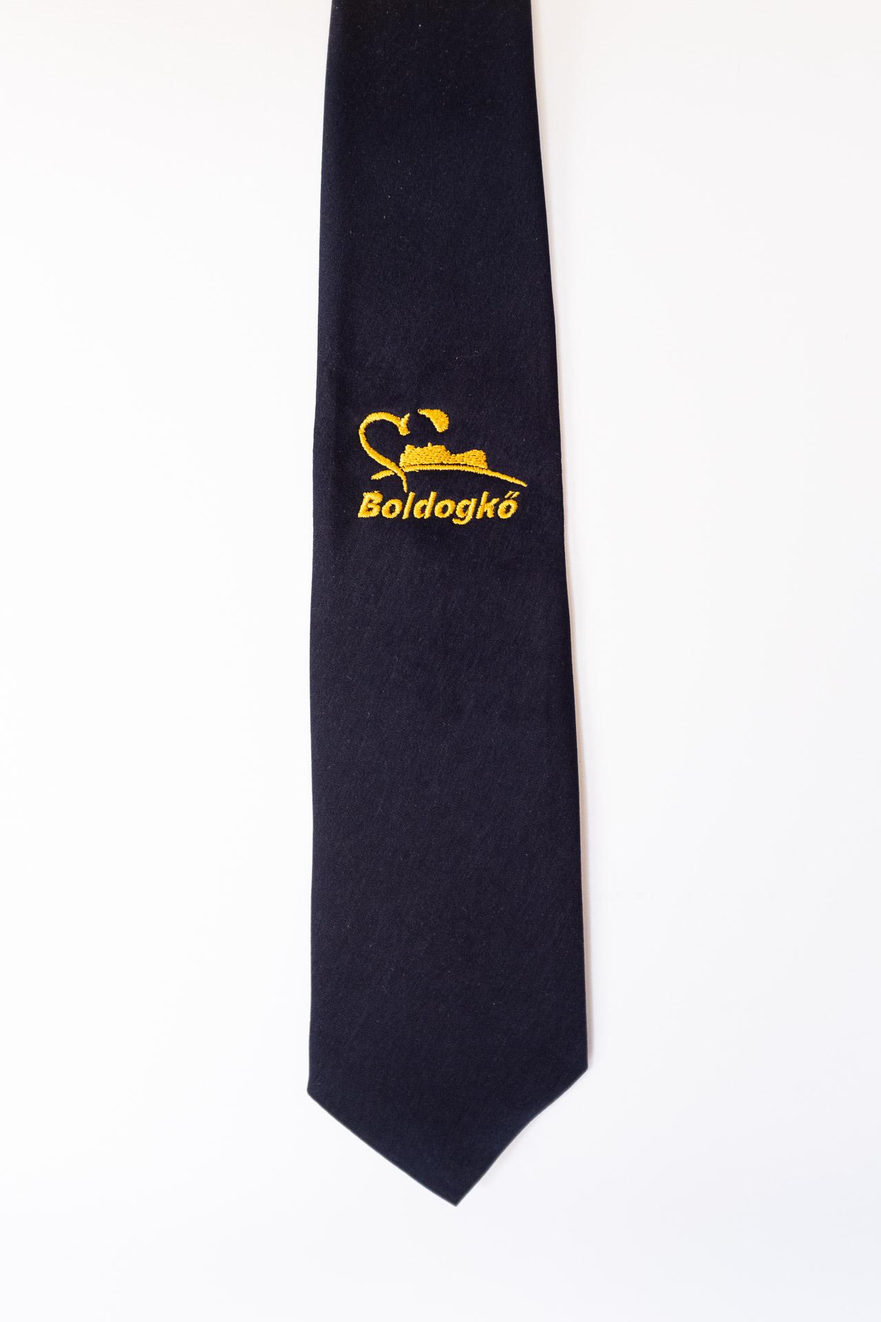 Hímzett iskolai emblémás sötétkék férfi ballagási egyen nyakkendő 6edbac2791